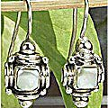 Design 7168: white mother-of-pearl earrings