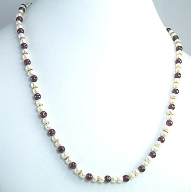 Simple-strand Pearl Necklaces 4