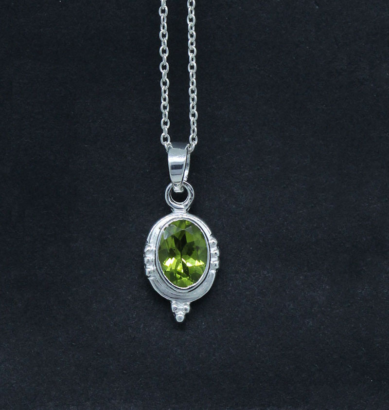 Natural Green Peridot Pendant Vintage Design Sterling Silver Jewelry
